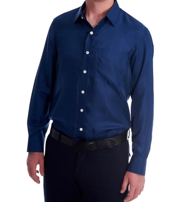 Man wearing the blue navy silk twill shirt with nacre buttons